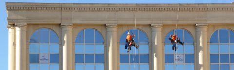 Entretien de surfaces vitrées